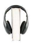 Un livre avec des écouteurs Photo libre de droits