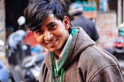 Un local feliz goza el ser fotografiado en Delhi, la India Imágenes de archivo libres de regalías