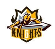 Un logo coloré, un autocollant, un emblème, un chevalier attaque avec une épée Armure d'or du chevalier, paladin, épéiste illustration de vecteur