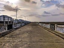 Un long pont photos stock