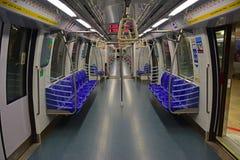 Un LRT ou un MRT vide sans passagers à Singapour Images stock