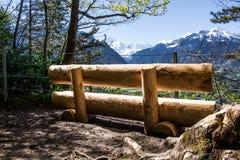 Un lugar a enfriarse durante el alza al top de un Kulm más duro en Interlaken, Suiza fotografía de archivo