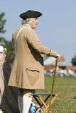 Un más viejo hombre considera encendido el 225o aniversario de la victoria Yorktown, una reconstrucción del cerco de Yorktown, en Imagenes de archivo