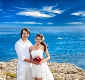 Un ménage marié juste sur la plage Photographie stock libre de droits