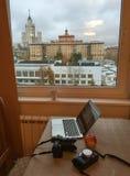 Un Macbook con la c?mara digital imagenes de archivo