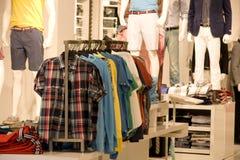 Magasin de vêtements de mode d'homme Photographie stock