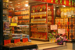 Un magasin de médecine de chinois traditionnel sur les rues de Hong Kong Photos libres de droits