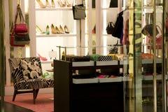 Magasin de chaussures de sac à main et photo stock