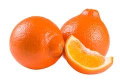 Un mandarino o Mineola di due arance con la fetta isolata su fondo bianco Immagini Stock