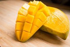 Un mango maturo Fotografie Stock Libere da Diritti