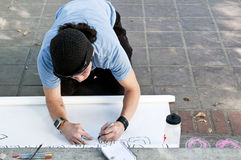 Un manifestante hace que una muestra en ocupa L.A. Fotografía de archivo