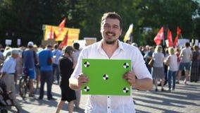 Un manifestante 20s defendió sus derechas 4K y es feliz con el resultado de la protesta metrajes