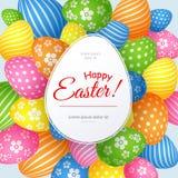 Un manifesto con il testo Pasqua felice sui precedenti del modello creativo colorato decorativo delle uova di Pasqua per le carte royalty illustrazione gratis