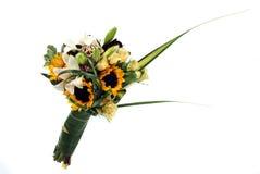 Un manojo de flores en blanco imagenes de archivo