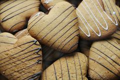 Un manojo de galletas en la forma de corazones Foto de archivo