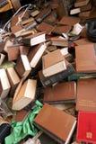 Un manojo de libros usados en el mercado de Barcelona imagen de archivo