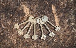 Un manojo de llaves pasadas de moda Foto de archivo