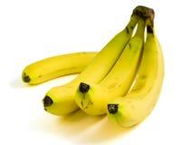 Un manojo de plátanos amarillos maduros imagenes de archivo