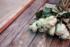 Un manojo de rosas blancas fotografía de archivo libre de regalías