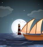 Un mar con un faro y un barco Imagen de archivo