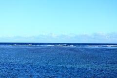 Un mar encantador azul foto de archivo libre de regalías