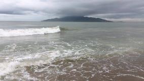 Un mar muy picado almacen de metraje de vídeo