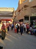 Un market& x28; souk& x29; bazar en la ciudad turística Ouargla Argelia El mercado tradicional del recuerdo del paño es foto de archivo