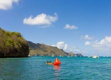 Un marqueur étant placé pour une concurrence annuelle de natation dans les grenadines Image libre de droits