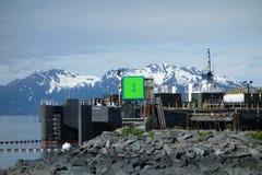 Un marqueur de gamme pour embarquer au port du valdez Photographie stock