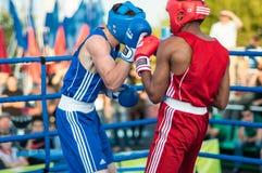 Un match de boxe Osleys Iglesias, Cuba et Salah Mutselkhanov, Russie Victory Osleys Iglesias Photographie stock libre de droits