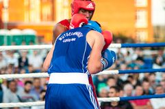 Un match de boxe Osleys Iglesias, Cuba et Salah Mutselkhanov, Russie Victory Osleys Iglesias Photos stock