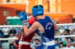 Un match de boxe Osleys Iglesias, Cuba et Salah Mutselkhanov, Russie Victory Osleys Iglesias Images libres de droits