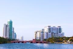 Un matin de ressort dans la banlieue de Miami Beach Photographie stock libre de droits