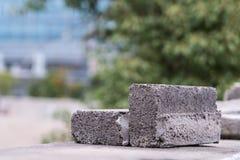 Un mattone rotto sulla parete - fondo vago Fotografia Stock Libera da Diritti