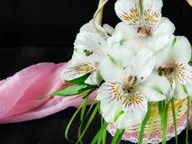 Un mazzo dei fiori di alstroemeria Primo piano Fotografia Stock
