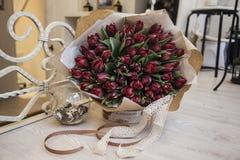 Un mazzo dei tulipani nello stile della Provenza Immagini Stock
