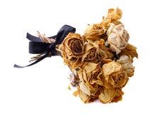 Un mazzo delle rose secche su fondo bianco Immagine Stock
