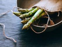 Un mazzo di asparago verde fresco Immagine Stock Libera da Diritti