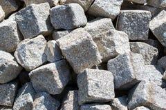 Un mazzo di blocchi di pietra pronti per ricostruzione Fotografia Stock