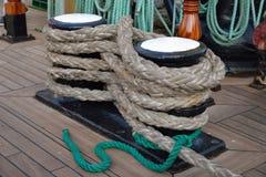 Un mazzo di corde di sartiame Immagine Stock