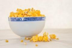 Un mazzo di popcorn di recente schioccato Fotografie Stock Libere da Diritti