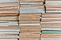 Un mazzo di vecchi libri immagine stock