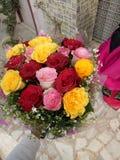 Un mazzo piacevole dei fiori fotografie stock libere da diritti