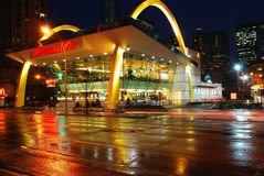 Un McDonalds en Chicago adquiere una mirada retra imagen de archivo libre de regalías