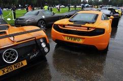 Un McLaren MP4-12C et un Pagani Zonda Photographie stock libre de droits