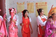 Un medio de alcohol de la deidad del Ne ZhaNa-zha ruega para dios Fotos de archivo libres de regalías