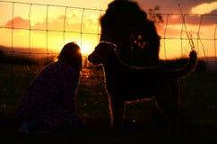 Un meilleur ami près d'un apporte l'espoir pendant un meilleur jour demain Image libre de droits