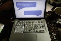 Un mensaje del trabajo aplica la presión en trabajador enfermo para volver Imagen de archivo
