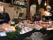Un mercado de pescados en el mercado de la ciudad, Londres fotos de archivo