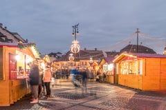 Un mercato di 2017 Natali del quadrato principale di Sibiu, la Transilvania, Romani Fotografie Stock